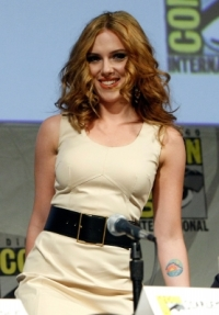 99229_scarlett-johansson-attends-iron-man-2-panel-discussion-during-comic-con-2009-held-at-san-diego-convention-center-on-july-25-2009-in-san-diego